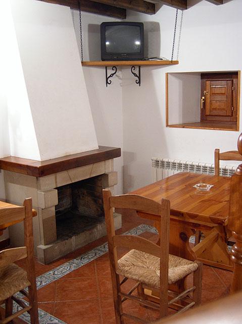 Salón con chimenea, Pocotrigo, casa rural cantabria