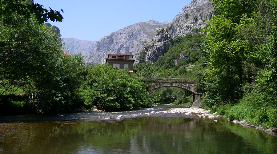 Paisajes y pueblos del entorno de la Casa Rural Pocotrigo, Linares, Cantabria