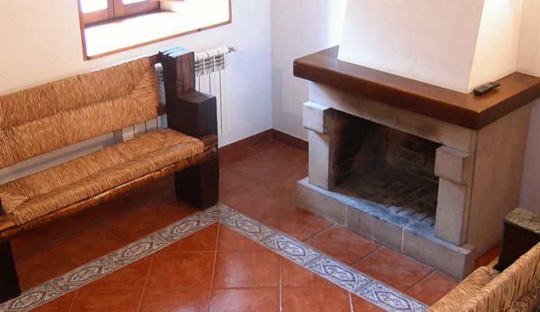 Salón con chimenea, Casa Rural Pocotrigo