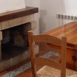 Comedor con chimenea, casa rural Cantabria